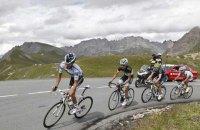 У Франції затримали жінку, через плакат якої попадали велосипедисти Tour de France