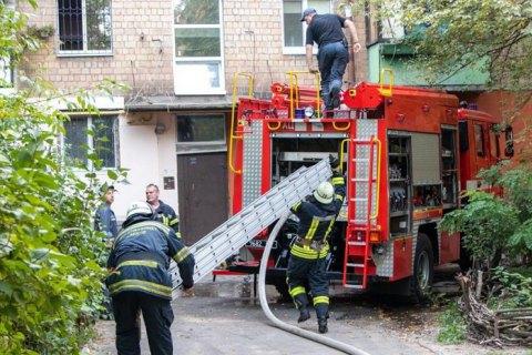 У Києві під час пожежі в квартирі п'ятиповерхівки загинула жінка