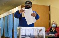 В Ровно избиратели фотографировались с бюллетенями с голосом за одного из кандидатов в мэры