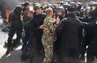 Подозреваемого в избиении активистов Автомайдана экс-беркутовца отпустили под домашний арест