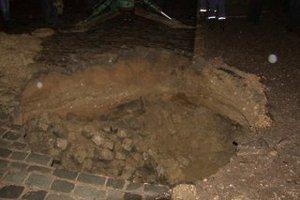 В Севастополе провалился участок проезжей части дороги