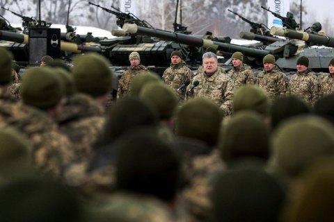 Порошенко оголосив про припинення воєнного стану