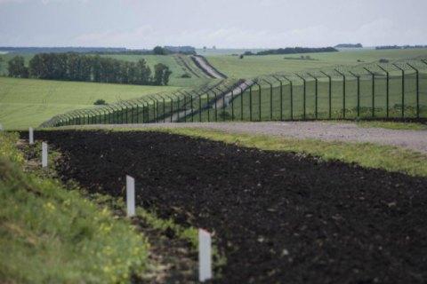 """Україна облаштувала 400 км протитанкового рову і 100 км паркану в рамках проєкту """"Стіна"""""""