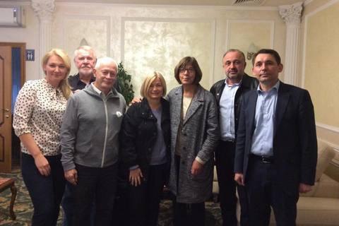 Три депутати Європарламенту поїдуть на передову на Донбасі