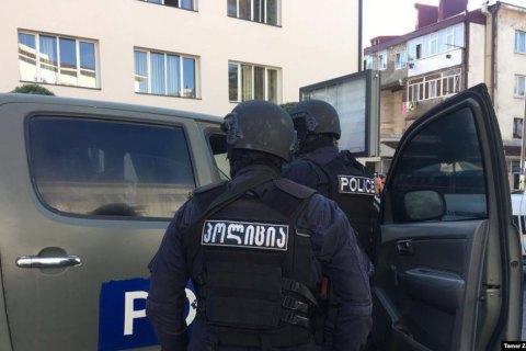У Грузії всіх захоплених у банку заручників звільнили, терорист утік з грошима