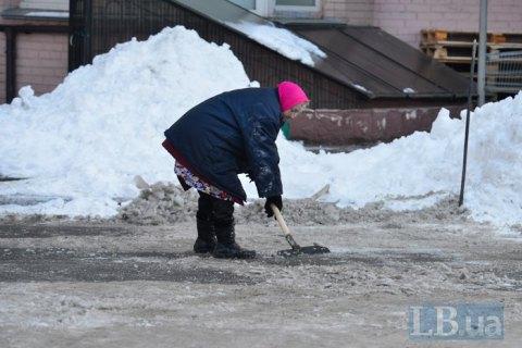 В Киеве за несвоевременную уборку снега оформили более тысячи предписаний