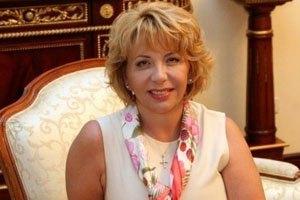 Жена Ющенко накупила книг по философии и древней вышивке