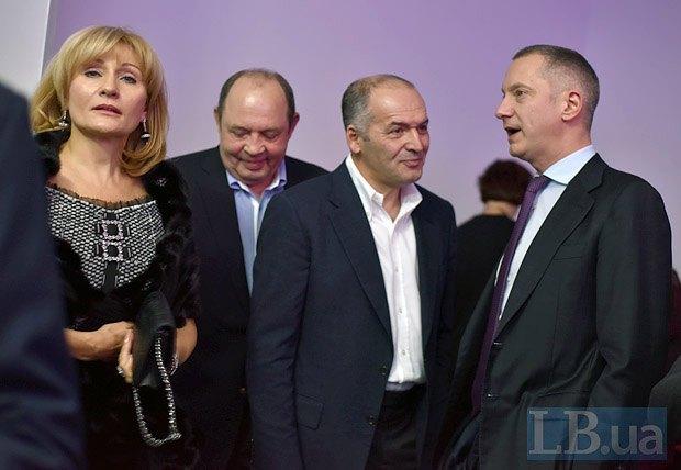 Виктор Пинчук, Борис Ложкин и Виталий Гайдук с супругой Еленой