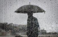 В суботу в Україні очікуються дощі з грозами і зниження температури