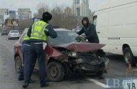 Південний міст у Києві зупинився через Skoda, що влетіла у відбійник