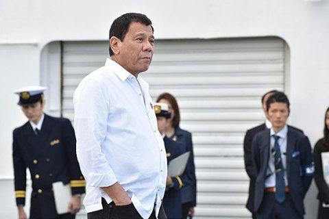 Президент Филиппин пригрозил сбрасывать коррупционеров с вертолета