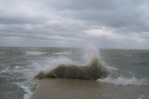 В Затоке во время шторма утонули четыре туриста (обновлено)