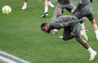 """Игрок """"Атлетико"""" потерял сознание во время тренировки и был вынесен с поля на носилках"""