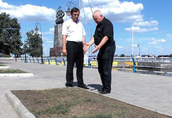 Депутаты Станислав Путилов и Виталий Богданов