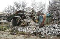 """У Дніпрі зруйнували скульптуру """"Дніпровські хвилі"""" Ернеста Коткова"""