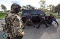На Киевщине задержали семерых членов банды, которая воровала и пытала людей