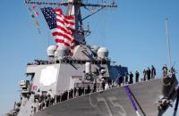 Ракетный эсминец ВМС США направляется в Черное море