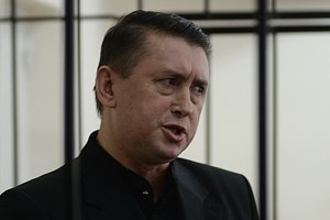Мельниченко сломали в суде руку