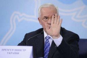 Азаров советует успокоиться с прогнозами падения гривны