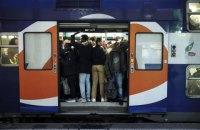 У Парижі через страйки майже не працює метро, потяги курсують без машиністів