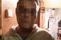 У Києві затримали чоловіка, який з ножем нападав на перехожих
