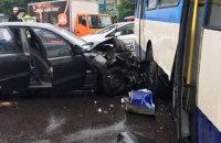"""В Ровно """"Ланос"""" врезался в троллейбус, пострадали четыре человека"""