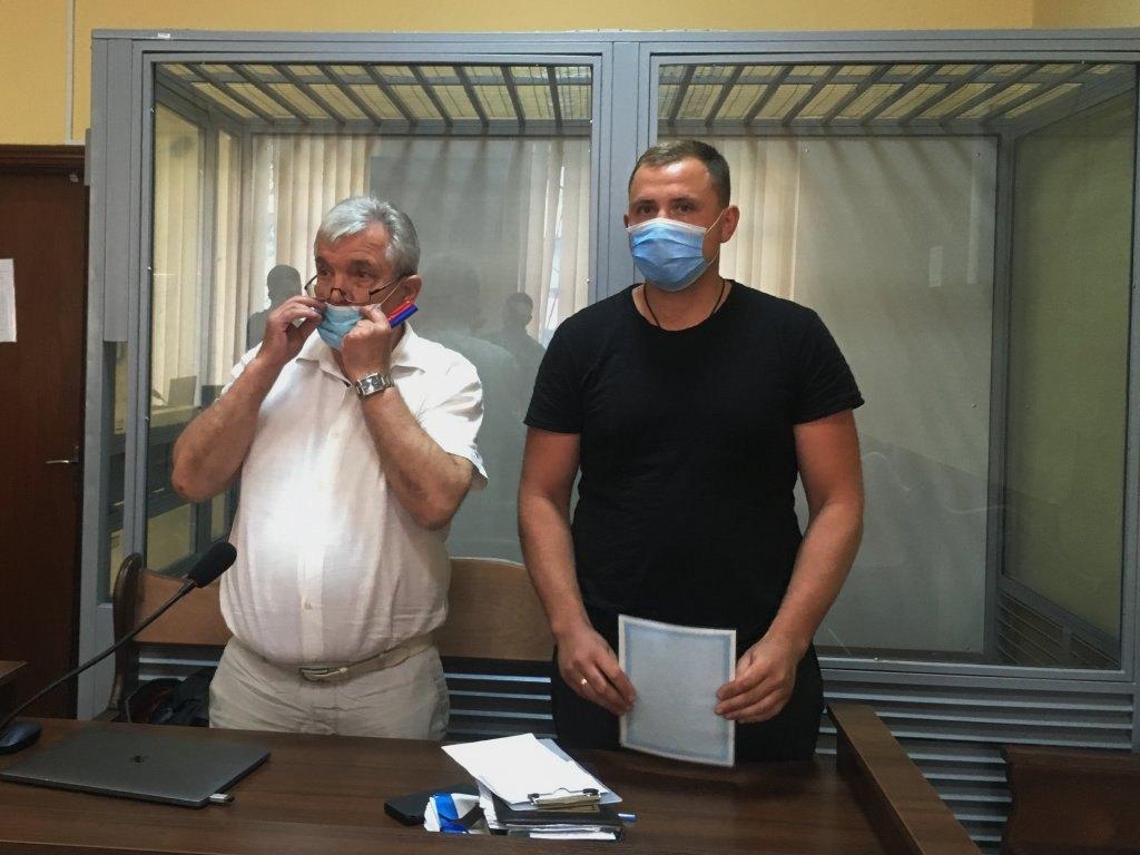 Євген Трохименко (праворуч) і його адвокат Віктор Чевгуз