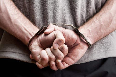 Деснянський суд узяв під варту чоловіка, підозрюваного у зґвалтуванні малолітньої падчерки