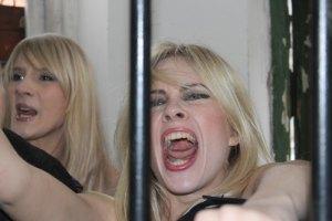 Фанатка Ландика избила ногами активистку FEMEN
