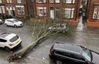 На Британію обрушився потужний ураган, є небезпека серйозних повеней