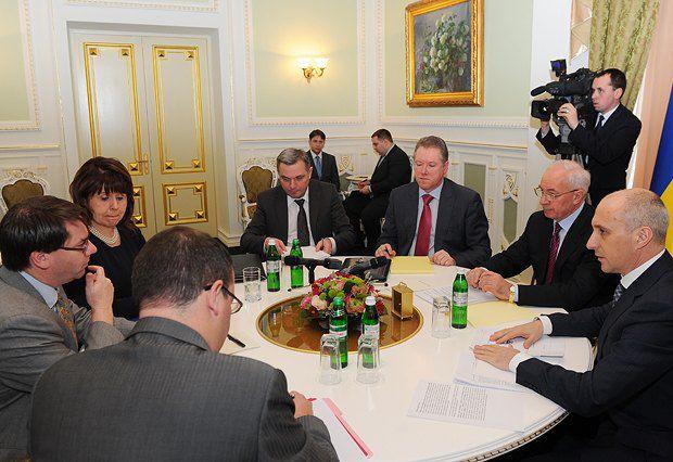 Пока что переговоры с МВФ (на фото) денег Украине не приносят