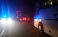 """Автобус """"Київ - Варшава"""" врізався у вантажівку на півночі Рівненської області, загинула людина"""