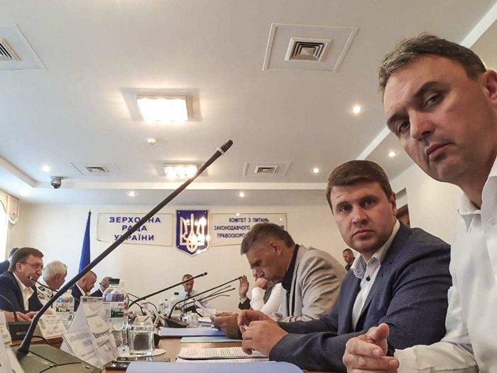 Игорь Лапин (справа)