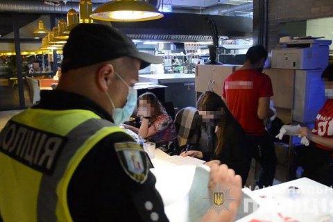 За вихідні поліція Києва виявила порушення карантину у 28 нічних розважальних закладах