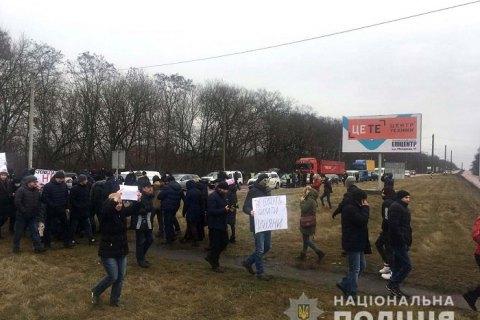 Под Ровно перекрыли дорогу в знак протеста против строительства деревообрабатывающего завода