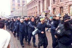МВД отрицает массовый переход милиции на сторону Майдана
