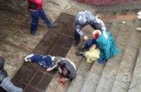 Міліція розшукує жінку, яка ногами добивала активістів у Харкові