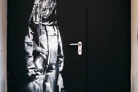 """В Париже похитили граффити Бэнкси, посвященное жертвам теракта в """"Батаклане"""""""