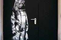 """У Парижі викрали графіті Бенксі, присвячене жертвам теракту в """"Батаклані"""""""