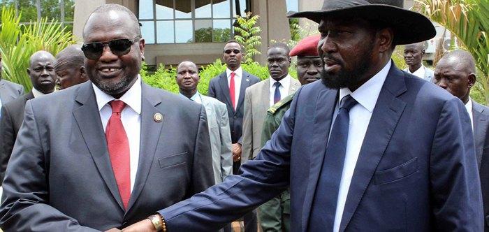Президент Южного Судана Сальва Киир (слева) и лидер оппозиции Риек Машар