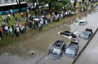 В Стамбуле ливень затопил дороги и метро