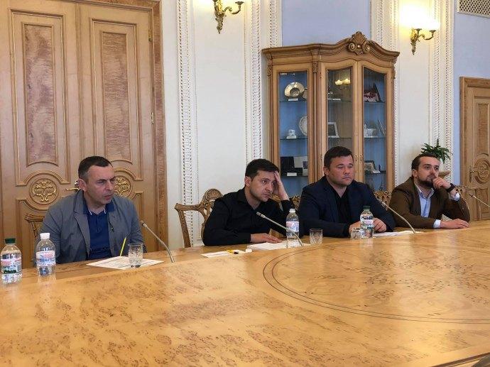 Зеленский встречается с лидерами парламентских фракций