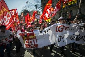Десятки тысяч французов протестуют против сокращения госрасходов