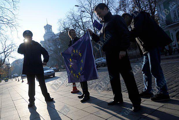 Активисты периодически проводят акции в поддержку евроинтеграции Украины, однако масштабностью они не отличаются
