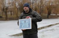 Житель Коломиї проплив під кригою 61 метр і встановив рекорд України