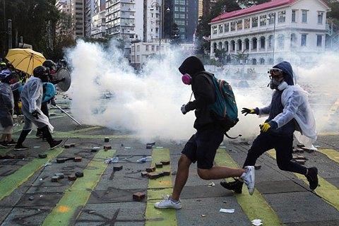 Гонконгские стрелы против китайских веников