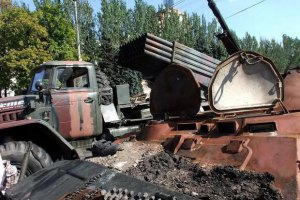Украинские военные не могут отвести тяжелую технику из-за постоянных обстрелов