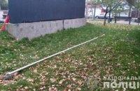 У Вишневому росіянин пошкодив флагшток біля пам'ятника Небесній Сотні і вистрибнув з вікна третього поверху в поліції