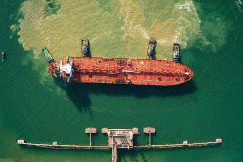 В Україну прийшов перший танкер з азербайджанською нафтою для Білорусі