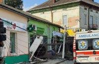 На Львівщині фура врізалася у крамницю в центрі міста, троє загиблих (оновлено)